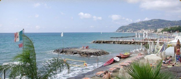 Bagni Ponterosso] - [Windsurf Center] - [Diano Marina]